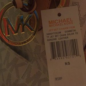 6a709ec4aa6 Michael Kors Bags - BRAND NEW MICHAEL KORS JET SET CHAIN SHOULDER BAG
